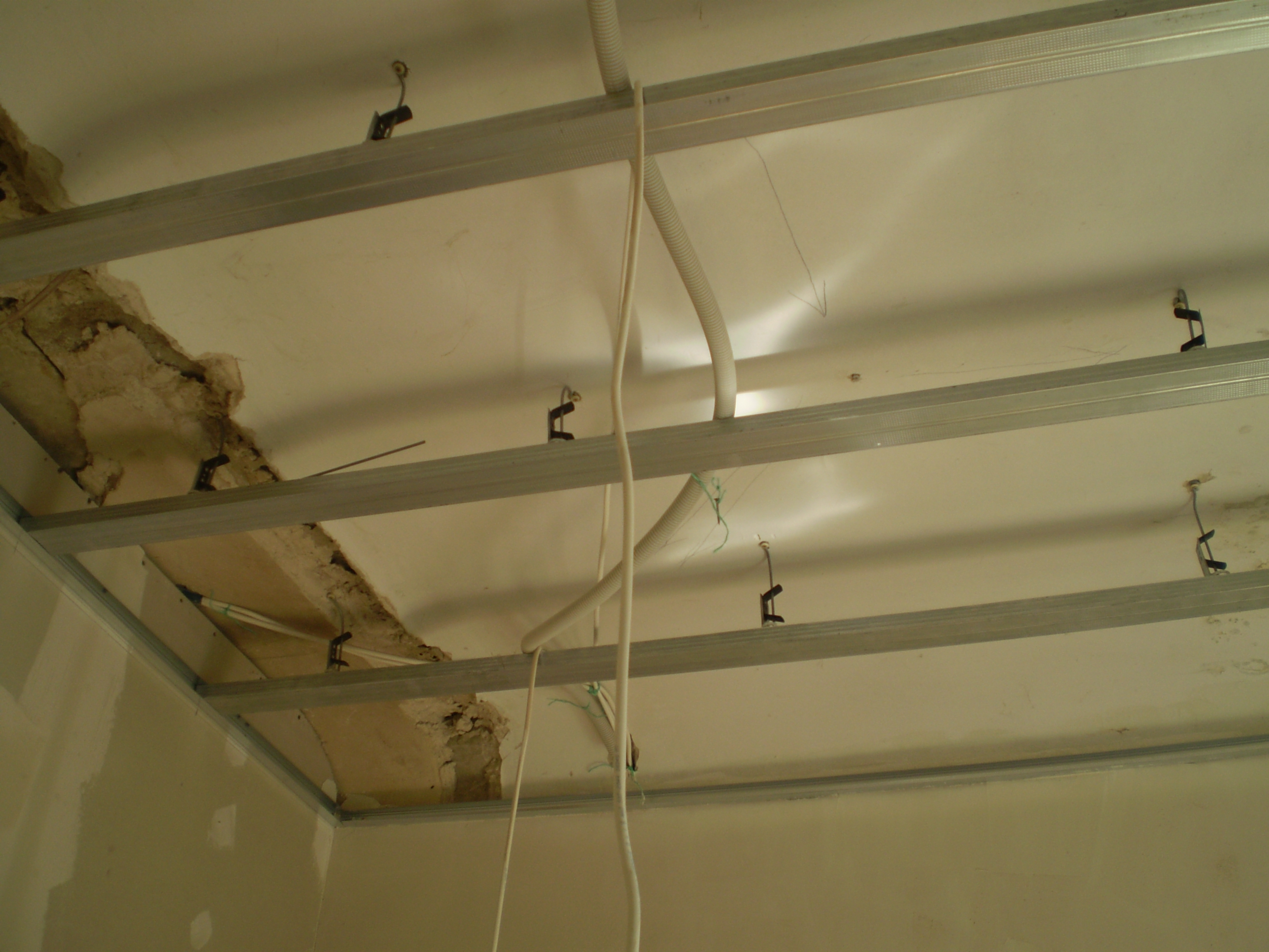 Как сделать профиль под потолок 168