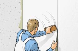 Разравнивание обойного полотна на стене