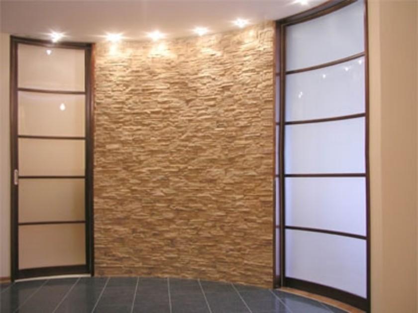 В гипсокартонных перегородках допускается установка деревянных, пластмассовых, алюминиевых и других дверных коробок.